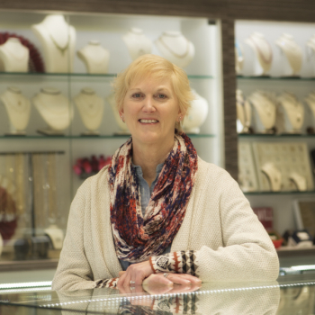 Linda Mansfield - Meet the jewelry experts at Simone's Jewelry, LLC in Shrewsbury, NJ